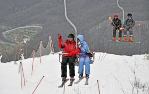 Медведев призвал развивать туризм в РФ, чтобы равномерно распределить нагрузку на курорты