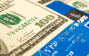Для поездки в США безопаснее положить деньги на карту