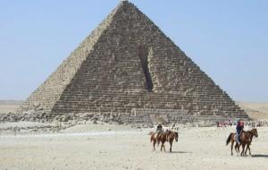 Неизвестный на мотоцикле расстрелял сотрудников туристической полиции у Пирамид в Гизе
