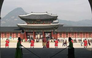 Ростуризм призвал туроператоров предупреждать клиентов об опасности заражения вирусом в Южной Корее
