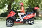 В Милане появился поминутный прокат скутеров для туристов
