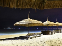 В Нячанге официально разрешили купаться ночью