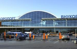 Внуково запретил выходить из терминала на эстакаду