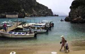 Туроператоры меняют финал программ в Грецию