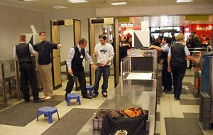 Одежда, которую лучше не надевать в аэропорт