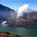 Из-за активности вулкана аэропорт на острове Бали закрыт до четверга
