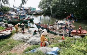 Туристы получают травмы из-за браконьерских сетей на курортах Вьетнама