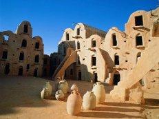 В Тунисе снова продлен режим чрезвычайного положения