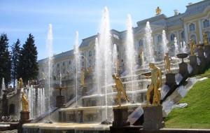 Сезон фонтанов начался в Санкт-Петербурге