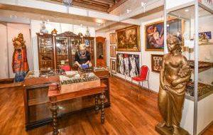 Чехия: В Праге проходит выставка антиквариата