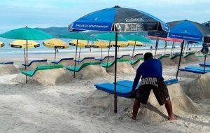 На пляжах Пхукета появились необычные шезлонги
