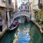 В Венеции турист оштрафован за катание по Гранд-каналу на доске