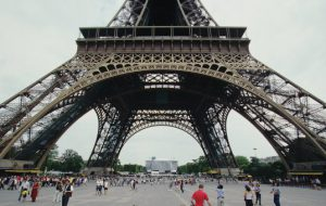 Власти Парижа избавят Эйфелеву башню от очередей