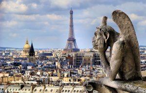 Власти Парижа просят туристов соблюдать осторожность