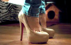 В Японии девушкам дают скидки за каблуки