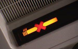 США лишат пассажиров гаджетов, Россия приземлит от курения