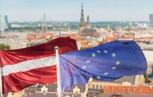 С сентября визу в Латвию туристы смогут получить только самостоятельно