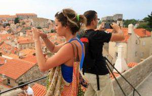 Вас стало слишком много: популярные курорты вводят ограничения на въезд
