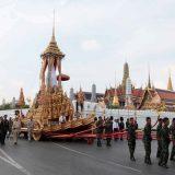 Дресс-код в дни кремации короля Таиланда распространится и на туристов