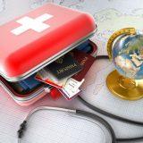 Перестраховаться: как туристу собрать аптечку?