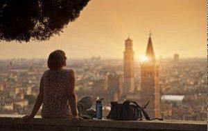 Все больше женщин путешествуют в одиночку. Куда и за чем?