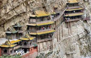 Знаменитый висящий храм в Китае снова открыт для туристов