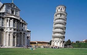 Пизанская башня продолжает выпрямляться