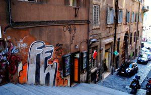 Как Рим пытается справиться с растущим числом туристов и сохранить «лицо»