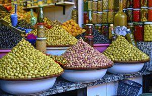 Где дешевле всего пообедать всей семьей в самых популярных туристических городах