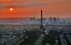 Вокруг Эйфелевой башни в Париже затевается грандиозная стройка