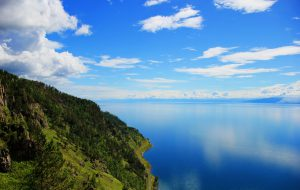 Турпоток на Байкал могут ограничить в целях защиты озера