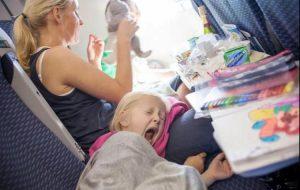 Несколько хитростей, которые помогут вам пережить перелет с детьми