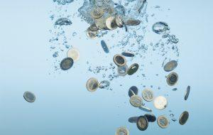 Исследование: треть туристов считает привычку бросать монетки глупостью