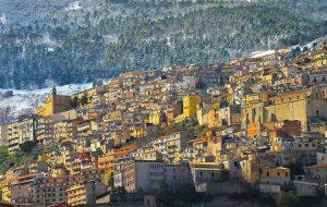 «Пожалуйста, оставайтесь!» Мэрия сицилийского города раздает дома для жизни