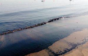 Пляжи ОАЭ закрывают из-за разлитой нефти и сильного шторма