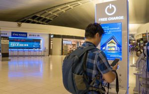 Как сделать так, чтобы телефон не взломали при подзарядке в аэропорту