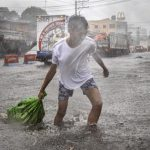 Тысячи туристов застряли на Филиппинах из-за тайфуна Каммури