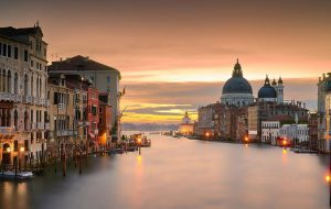 Жители Венеции жалуются на нехватку туристов после ноябрьского наводнения