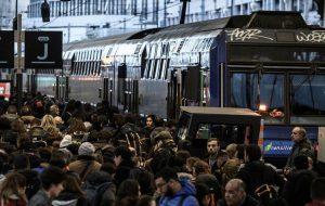 Проблемы с движением транспорта поджидают путешественников во Франции и Австрии