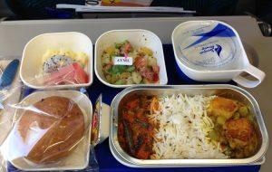 Сколько стоит еда, пиво и вино на рейсах разных европейских авиакомпаний