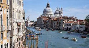 Россиян просят отказаться от поездок на север Италии