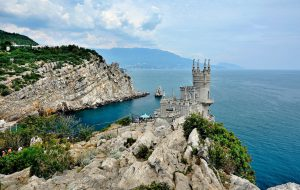Аксенов посоветовал не привлекать туристов в Крым в апреле