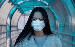Пассажиров практически обязали носить маски во время полета