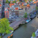 Чем занимаются туристы в Амстердаме после открытия границ?