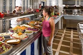 Россиянка назвала новую подачу блюд в Турции «попрошайничеством»