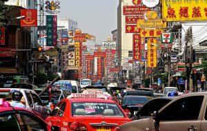 В аэропортах Бангкока таксисты начали брать с туристов от 20 до 100 батов за багаж