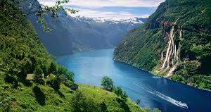 В Норвегии туристам предлагают дом на дереве с видом на фьорд
