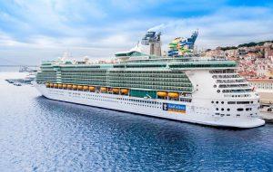 Royal Caribbean первой в мире возобновляет морские круизы с пассажирами на борту