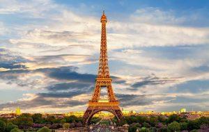 Зачем Эйфелеву башню в Париже решили перекрасить в золотой цвет?