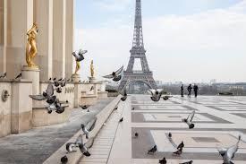 В Париже надеются вернуться к обычной жизни в середине апреля